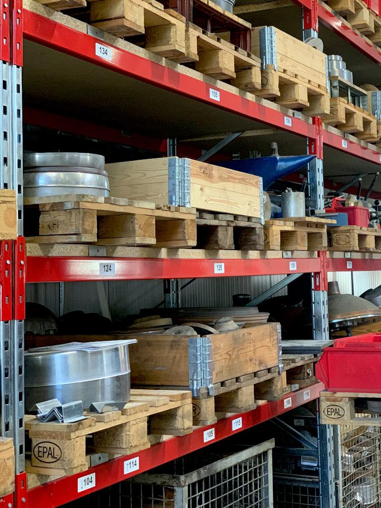 Beschriftetes Werkzeuglager zur Prozessoptimierung während der Produktion. Mehr Transparenz, weniger Rückfragen und Unterbrechungen.